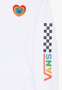 Vans - PLUSH HEART HOODIE - Bluza z kapturem - white - 4