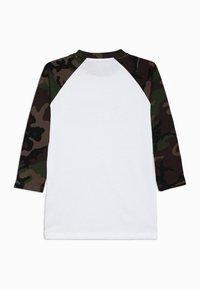 Vans - CLASSIC RAGLAN BOYS - Camiseta de manga larga - white - 1