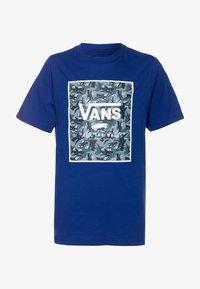 Vans - PRINT BOX BOYS - Print T-shirt - sodalite blue - 0