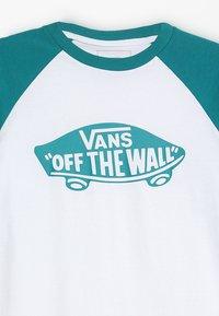Vans - RAGLAN BOYS - Long sleeved top - white/quetzal - 4