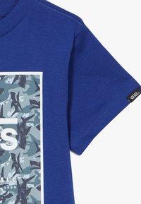 Vans - PRINT BOX KIDS - Print T-shirt - sodalite blue - 3