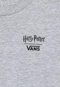 Vans - HARRY POTTER CREST KIDS - T-shirt imprimé - athletic heather - 3