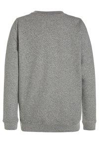 Vans - CLASSIC CREW BOYS - Sweater - concrete heather/black - 1