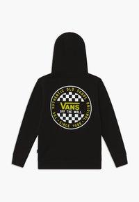 Vans - CHECKER BOYS - Jersey con capucha - black/sulphur spring - 1