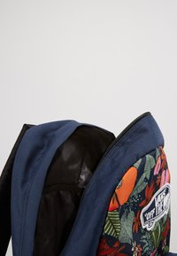 Vans - REALM BACKPACK - Reppu - multi tropic dress blues - 5