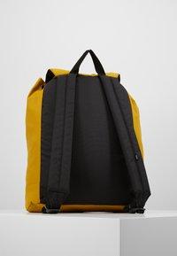 Vans - GEOMANCER II BACKPACK - Plecak - golden palm - 2