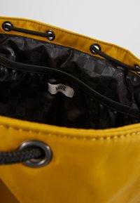 Vans - GEOMANCER II BACKPACK - Plecak - golden palm - 4