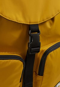 Vans - GEOMANCER II BACKPACK - Plecak - golden palm - 6