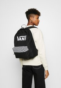 Vans - REALM BACKPACK COLOR THEORY - Sac à dos - black - 1