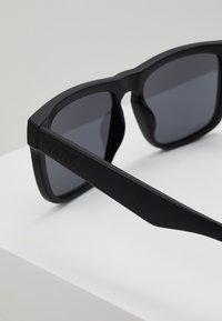 Vans - SQUARED OFF - Okulary przeciwsłoneczne - black/black - 2