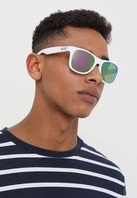 Vans - SPICOLI 4 SHADES - Sunglasses - white - 1