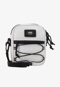 Vans - BAIL SHOULDER BAG - Umhängetasche - white - 1