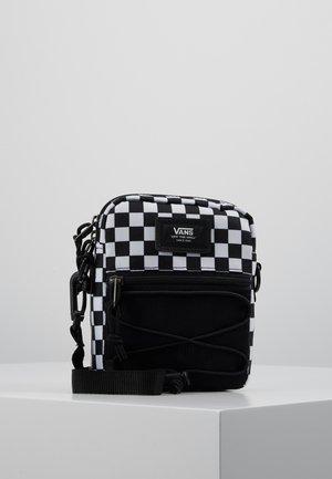 BAIL SHOULDER BAG - Skulderveske - black/white