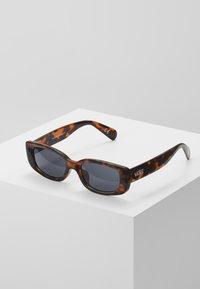 Vans - BOMB SHADES - Sonnenbrille - tortoise - 0