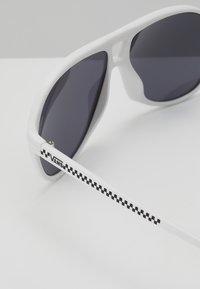 Vans - SEEK SHADES - Sonnenbrille - white - 2