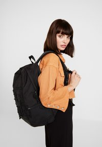 Vans - SNAG PLUS  - Mochila - black - 5