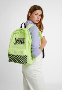 Vans - OLD SKOOL BACKPACK - Plecak - sharp green - 5