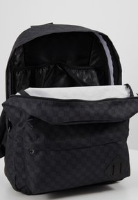 Vans - OLD SKOOL BACKPACK - Ryggsäck - black/charcoal - 4