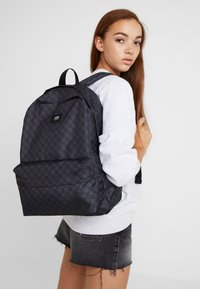 Vans - OLD SKOOL BACKPACK - Rygsække - black/charcoal - 6