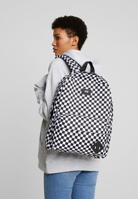 Vans - OLD SKOOL BACKPACK - Plecak - black/white - 6