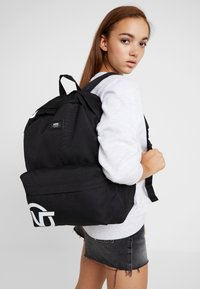 Vans - OLD SKOOL BACKPACK - Reppu - black - 5