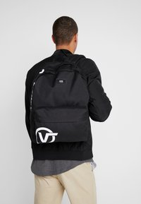 Vans - OLD SKOOL BACKPACK - Reppu - black - 1