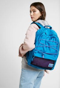 Vans - OLD SKOOL PLUS II BACKPACK - Batoh - turkish tile - 5