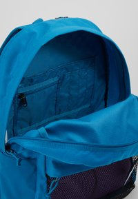 Vans - OLD SKOOL PLUS II BACKPACK - Batoh - turkish tile - 4