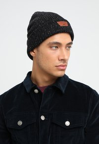 Vans - MINI FULL PATCH BEANIE - Mütze - black/multi - 1