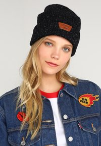 Vans - MINI FULL PATCH BEANIE - Mütze - black/multi - 3