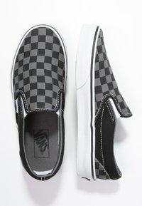 Vans - CLASSIC SLIP-ON - Nazouvací boty - black/pewter - 1