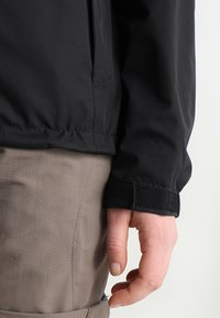 Vaude - WOMEN ESCAPE LIGHT JACKET - Waterproof jacket - black - 4