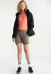 Vaude - WOMEN ESCAPE LIGHT JACKET - Waterproof jacket - black - 1
