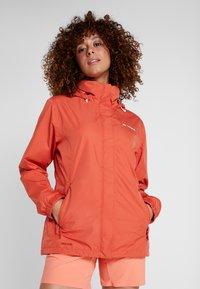 Vaude - WOMEN ESCAPE LIGHT JACKET - Waterproof jacket - hotchili - 0