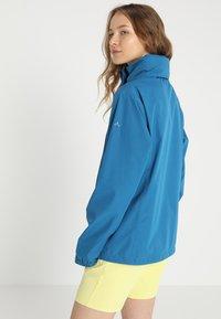 Vaude - WOMEN ESCAPE LIGHT JACKET - Waterproof jacket - kingfisher - 3