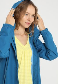 Vaude - WOMEN ESCAPE LIGHT JACKET - Waterproof jacket - kingfisher - 5