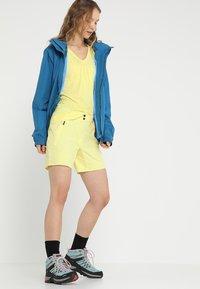 Vaude - WOMEN ESCAPE LIGHT JACKET - Waterproof jacket - kingfisher - 1