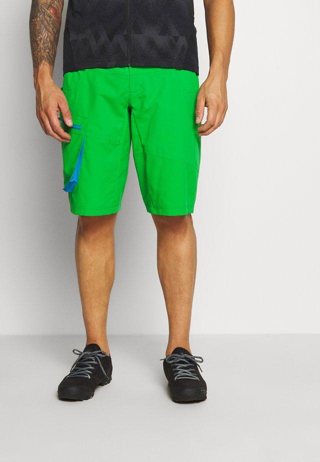 ME QIMSA SHORTS - Krótkie spodenki sportowe - apple green