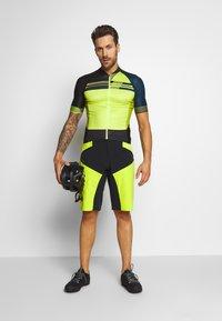 Vaude - ME VIRT SHORTS - kurze Sporthose - bright green - 1