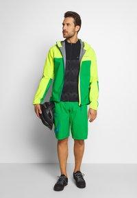 Vaude - ME MOAB RAIN JACKET - Regenjacke / wasserabweisende Jacke - bright green - 1