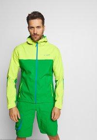 Vaude - ME MOAB RAIN JACKET - Regenjacke / wasserabweisende Jacke - bright green - 0