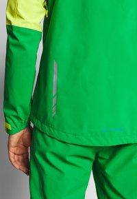 Vaude - ME MOAB RAIN JACKET - Regenjacke / wasserabweisende Jacke - bright green - 6