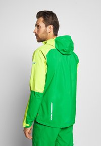 Vaude - ME MOAB RAIN JACKET - Regenjacke / wasserabweisende Jacke - bright green - 2
