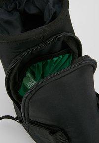 Vaude - TOOL DRINK - Sports bag - black - 6