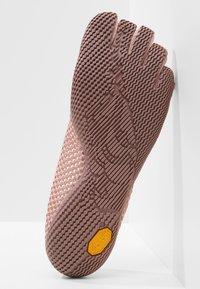 Vibram Fivefingers - Sportovní boty - pale mauve - 4