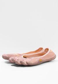 Vibram Fivefingers - Sportovní boty - pale mauve - 2