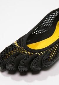 Vibram Fivefingers - Chaussures d'entraînement et de fitness - black - 5