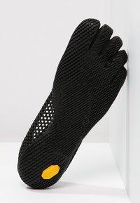 Vibram Fivefingers - Chaussures d'entraînement et de fitness - black - 4