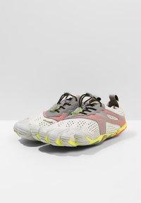 Vibram Fivefingers - Minimalistické běžecké boty - oyster - 2