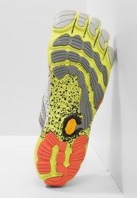Vibram Fivefingers - Minimalistické běžecké boty - oyster - 4
